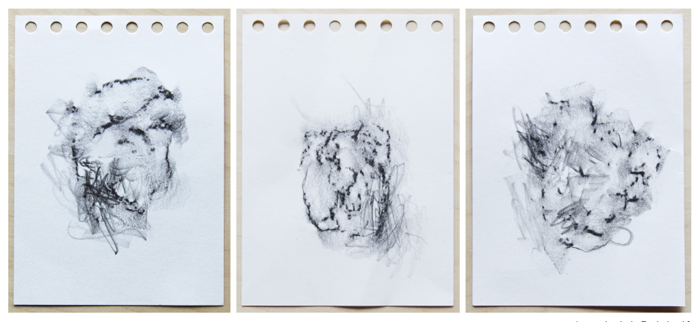 Dorina Csiszár, Lag er schon in der Tasche bereit?, 2020, Steinabdrücke mit Bleistift auf Papier, 10,5 x 14,7 cm