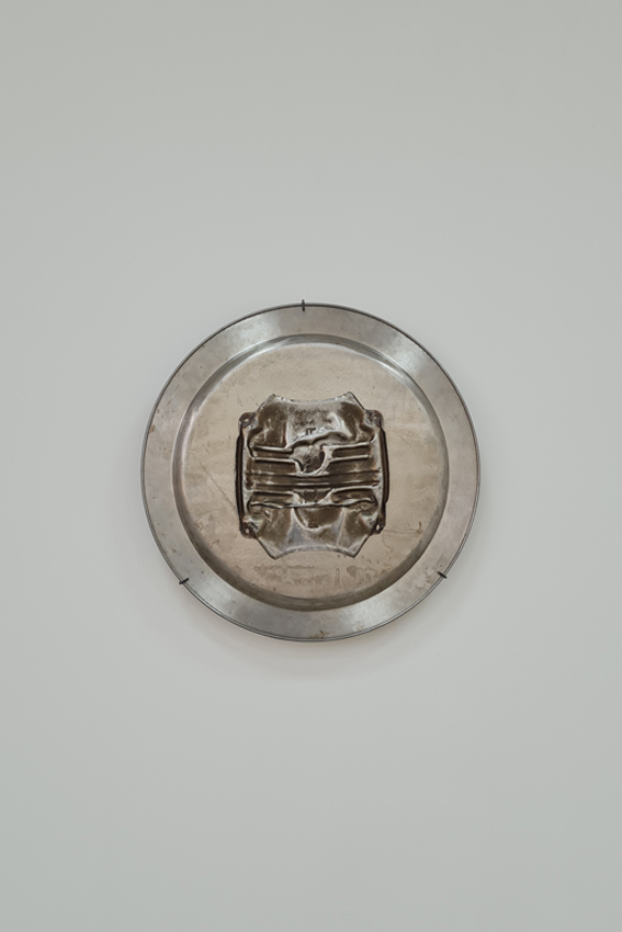 Julius Jurkiewitsch, Amalgam (II), 2020, Metall, Ø 48 cm