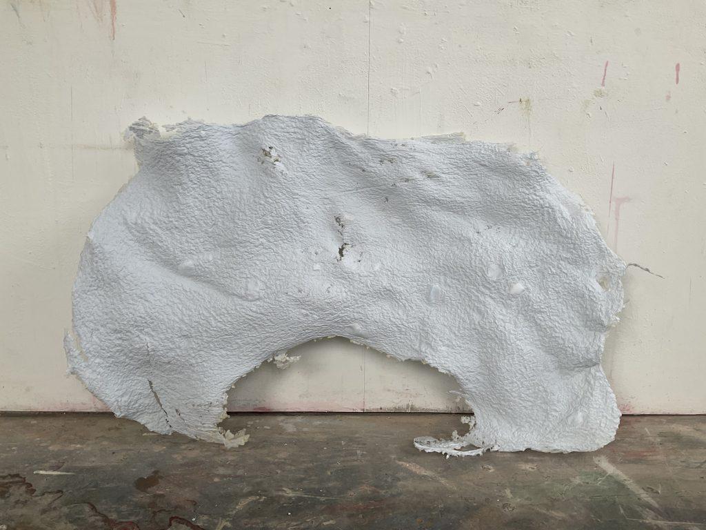 Stephanie Bothe, Phönix I, 2021, Papier aus recycelter Aquarellarbeit, ca. 108x65cm
